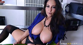 Brazzers - Dirty mummy Ava Addams fucks chef