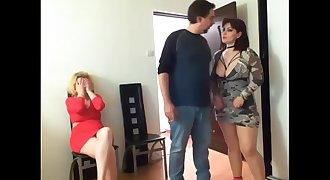 Mummy caliente tiene sexo con su amiga y su esposo - Johnylee1978